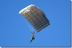 800px-JGSDF_parachute(MC-4)